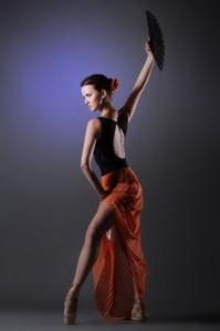 Frau tanzt mit Werner Kern Tanzschuhe